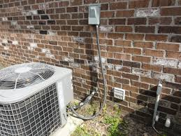 a c disconnect gary n smith home inspector construction coach a central air conditioner runs on 220 volts of electricity a connection must be made between the main electrical circuit panel in your home and the