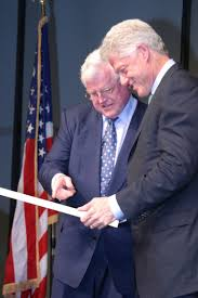 senator edward kennedy makes presentation to president bill  senator edward kennedy makes presentation to president bill clinton 28 2003