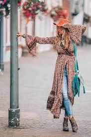 Лёгкие платья с затейливыми узорами, кимоно с бахромой, летние замшевые сапоги, льняное кружево, бисер и вышивка. Stil Boho V Odezhde Ego Osobennosti Modnye Sovety Po Primeneniyu I Yarkie Obrazy