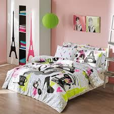 Parisian Bedroom Furniture Create A Teens Paris Themed Bedroom On A Budget