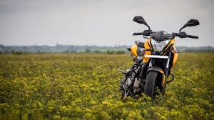yellow bajaj pulsar full screen hd wallpaper pictures free high resolution images display amazing pictures 2560 1440 wallpaper hd