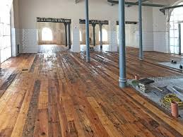 Wenn wir von den kosten für einen fußboden reden möchten, dann setzen wir den startpunkt am rohfußboden an. Alte Antik Holz Dielen Verlegt Bauhandwerk