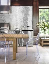 a silver glass mosaic tile backsplash is unexpectedly glam in an outdoor kitchen