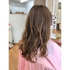 ハイライト ヌードベージュカラー 夏にピッタリ Almaアルマのヘア