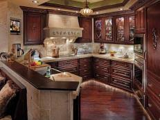 Comfortable Elegance in the Kitchen 5 Photos