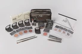 this kit es with a huge ortment of makeup pencils brushes curlers and lots more it all es in a mud