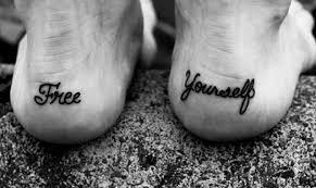 тату надписи на стопе татуировки 21 фото