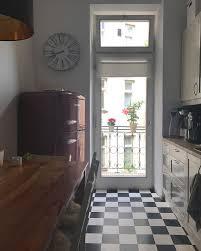 Die Küche Mit Dem Boden Im Schachbrettmuster Ist Für Mich Typisch Altbau
