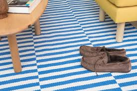 the safavieh juliette rug with blue and white stripes under a coffee table