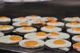 Buat kamu yang berkunjung ke kota ini, sangat direkomendasikan buat nyicipin deh. 12 Kreasi Olahan Telur Paling Enak Yang Mana Favoritmu