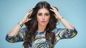 زهرة الخليج - منة فضالي تخطف الأنظار بالحجاب في أحدث ظهور