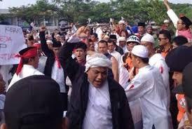 Romo Paulus Dalu Lubur CICM merespon aksi Penggembokkan Kelompok ...
