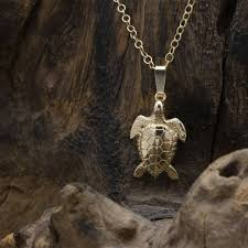 turtle pendant in solid 9ct gold
