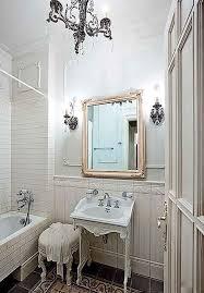 Плитка для маленькой ванной комнаты дизайн фото Гостиничные и  Обои с рисунком дамаск в интерьере и дизайн комнаты с разными обоями фото
