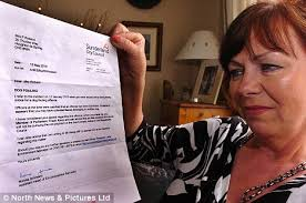 Pam Robson wins dog poo battle after £50 fine for picking up wrong mess | Mail Online - article-1279632-09A40364000005DC-661_468x311