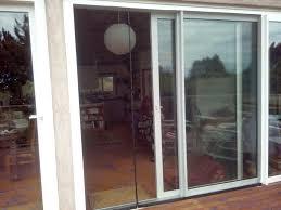offset magnetic closure for sliding door