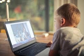 Usava jogos online para aliciar crianças - Record TV Europa