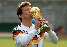 Matthäus s'inscrit dans le club de football local de la petite ville de herzogenaurach, connue pour accueillir sur son territoire le siège de l'entreprise adidas. Wie Die Zeit Vergeht Lothar Matthaus