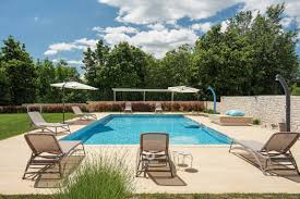 Alquileres vacacionales en puerto rico con piscinas desde 377 € por semana : Book This Villa My Koltrina With An Outdoor Pool In Butkovici