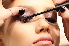 Risultati immagini per mettere mascara