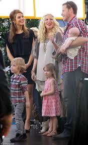 Tori Spelling's husband Dean McDermott holds daughter Hattie ...
