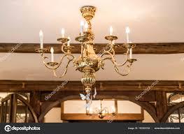 Goldene Kronleuchter Mit Kerzen Licht Und Dekoration Alte