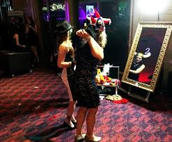 mirror photo booth. hire mirror photobooth photo booth