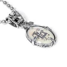 <b>Серебряный медальон</b> с буквой L - купить за 29 900 руб. в Москве