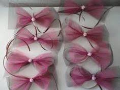 un tuto pour confectionner des noeuds de décoration pour les voitures du cortège du mariage il vous faut du tulle des diffées couleurs du mariage