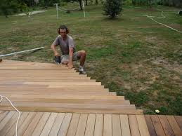 Pose Des Lames 2 Me Pisode Construire Sa Terrasse En Bois Sur Terrasse En Bois De Forme Arrondie