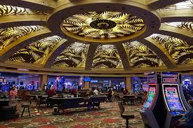 Pros and Cons of playing online casino games - CHIPRC