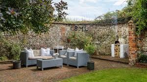 garden wall ideas create a boundary