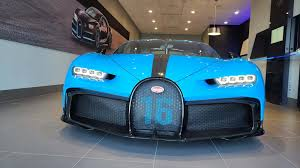 Spotted roaming the streets of london at night, the owner of this bugatti chiron has specified the hypercar with a clear paint job exposing its full carbon fiber body. Bugatti Chiron Pur Sport Detroit Tour All Hail The Summit Of Speed