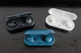 Samsung giảm giá tai nghe không dây Gear IconX còn 50 USD, dọn đường cho thế  hệ mới để cạnh tranh với Apple AirPods