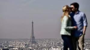 فيديو) باريس تعيد افتتاح برج إيفل: العلامة السياحية المميزة وقبلة 7 ملايين  زائر سنوياً