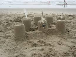 Resultado de imagen de escritura en la arena de la playa niños