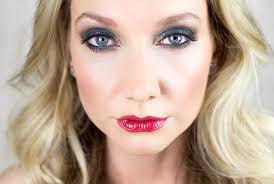 i love to change up my holiday makeup looks by making a simple change to the lips today i m using my victoria s secret holiday glamour eye kit on the eyes