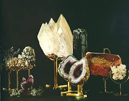 Mineral Display Stands Let It Sparkle Decorating With Minerals 43
