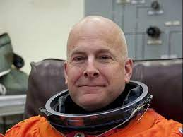 Retired astronaut Alan Poindexter dies in Fla. water craft accident - CBS  News