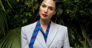 Update information for ray fisher ». For Gal Gadot Wonder Woman 1984 Closes Roller Coaster Year Los Angeles Times