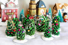36 Brilliant DIY Decoration Ideas With Pinecones  Homemade Crafts Christmas Pine Cone Crafts