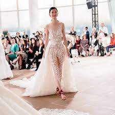 Lovely day nights outfits ideas makes look beautiful Dinner Bridal Fashion Week Fall 2019 Brides Wedding Fashion Beauty Style Ideas Brides
