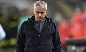 Clima rovente in casa Roma: Mourinho diserta la conferenza stampa