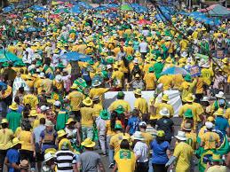 Em clima de Copa, manifestantes de Brasília acompanham voto a voto