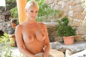 A barefoot blond in action from X