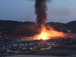 Lightning is believed to have sparked a wildfire at oyama lake between kelowna and vernon on thursday, july 29. Massive Kelowna Condo Fire Prompts Road Sidewalk Closures Okanagan Globalnews Ca