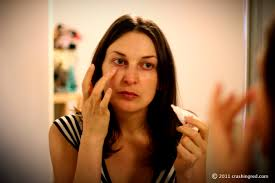covering dark circles under eyes make up tips sydney fashion beauty