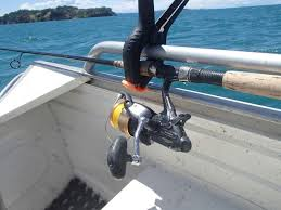 who becomes all thumbs and elbows once a decent fish comes along i suspect this method would also have s for wharf or bridge fishing
