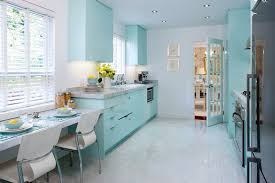 Biar nggak saltum, ini kombinasi warna yang cocok dengan ungu 5 Warna Cat Rumah Keren Ini Bisa Bikin Suasana Lebih Hidup