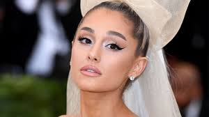how to properly plump your lips with liner according to ariana grande s mua